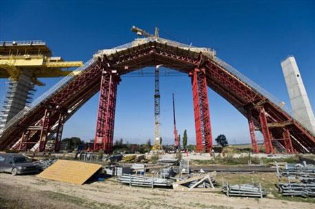 Больше ЛМК в России www.steelbuildings.ru Как обваливаются 1 000 тонн металлоконструкций: